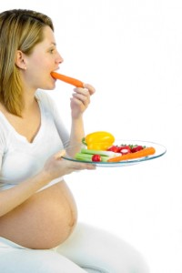 pregnant-woman-eating