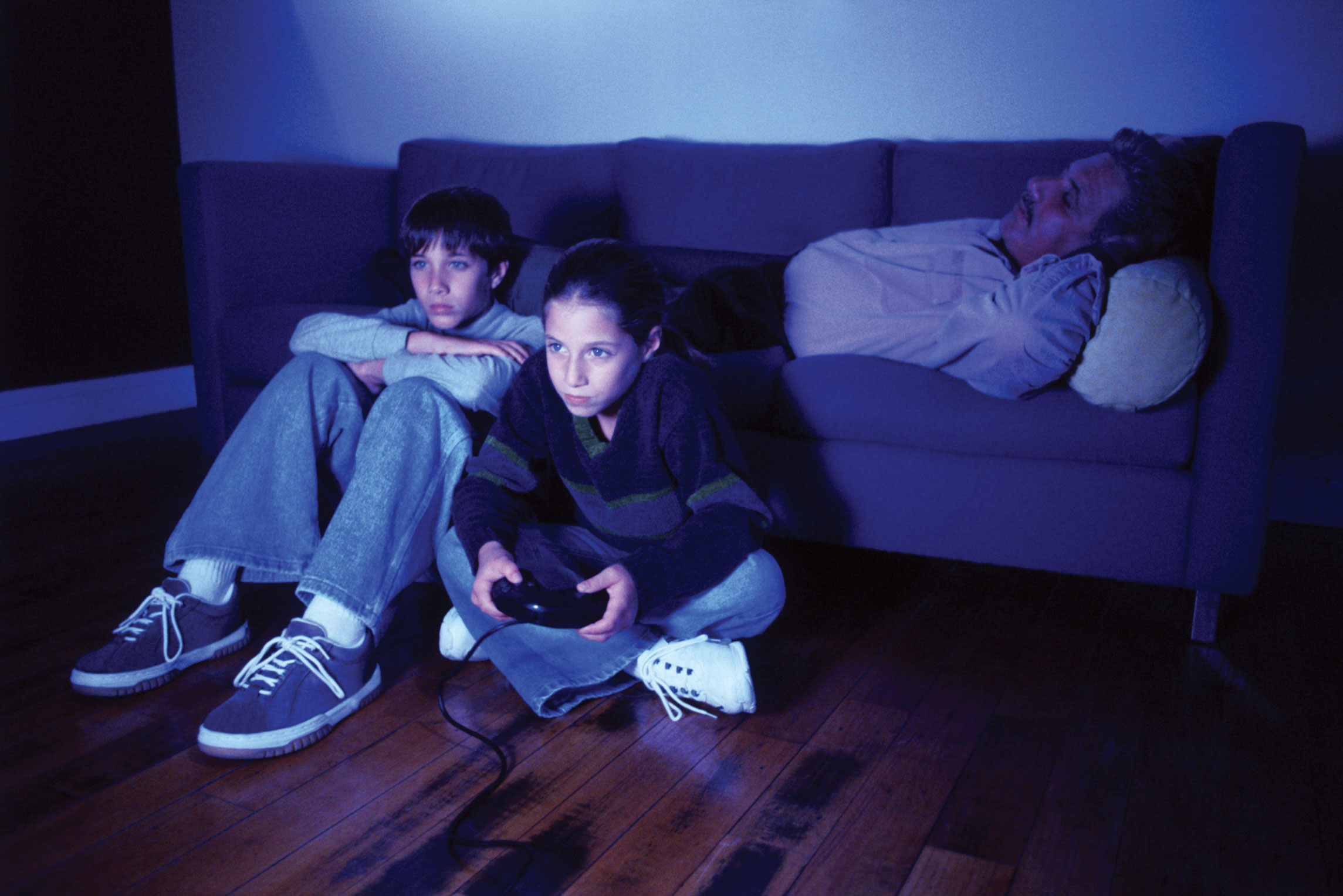 a research on the correlation between violence and playing video games These include a general failure to look for any differences in outcomes between boys and girls who play violent video games a dearth of studies that have examined the effects of violent video game play on children younger than 10 and a lack of research that has examined the games' effects over the course of children's development.